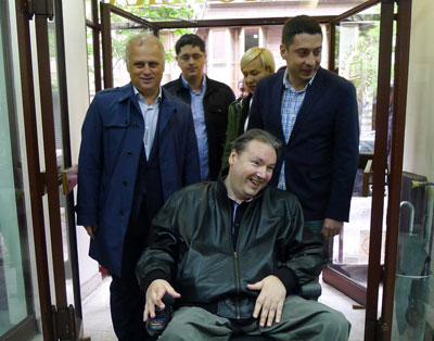 "Vesić: Još jedna rampa za invalide na inicijativu Hendi Centra ""Koloseum"""