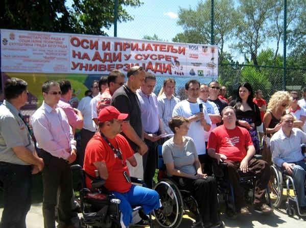 Osobe sa invaliditetom i prijatelji na Adi u susret Univerzijadi